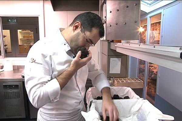 Pascal Bardet dans les cuisines du Gindreau