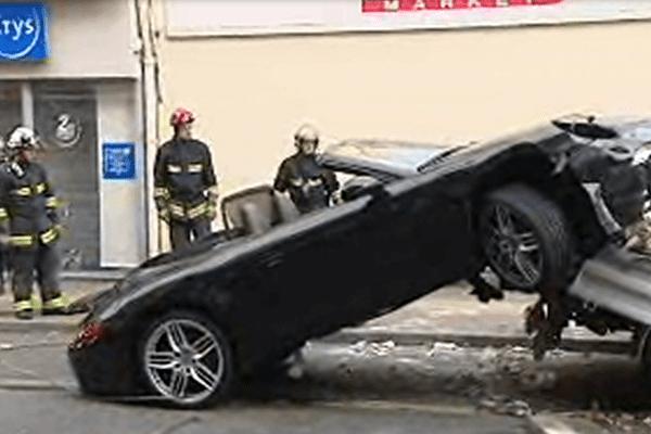 Un ouvrier qui travaillait sur un trottoir a été mortellement fauché vendredi par un véhicule qui faisait la course avec une autre voiture dans une rue de Noisy-le-Sec (Seine-Saint-Denis).