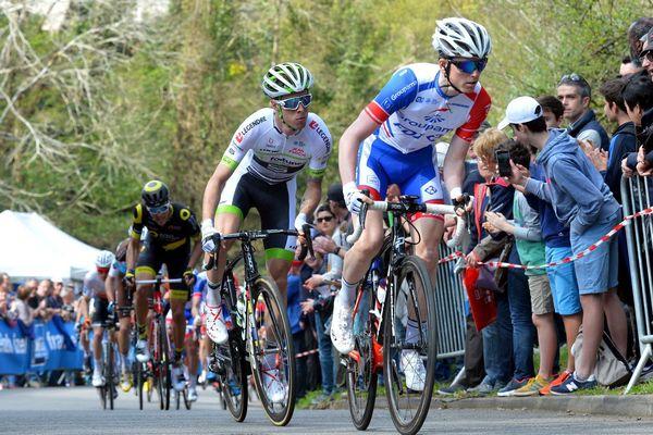 Tour du Finistère à Quimper en 2018.  Cycliste de gauche à droite David Gaudu ( FDJ ) et Elie Gesbert ( Fortuneo )