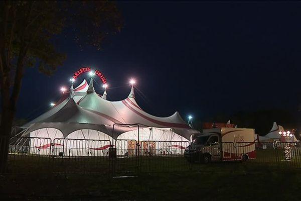 """40 artistes participent à ce nouveau spectacle intitulé """"Réinventons le cirque""""."""