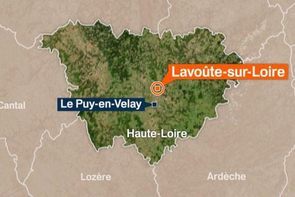 Un homme de 45 ans a été retrouvé mort devant son habitation samedi 30 septembre à Lavoûte-sur-Loire, en Haute-Loire.