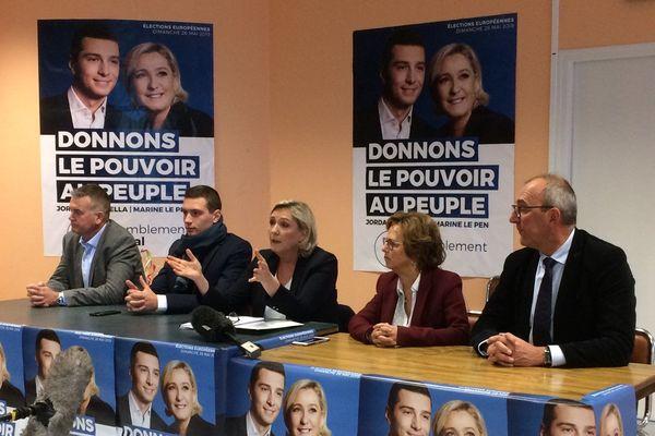 Marine Le Pen au Guilvinec accompagnée de Jordan Bardella tête de liste pour les Européennes