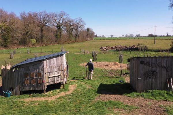 Entre la grange, le poulailler et le verger, les habitants de la Bigotière aimeraient voir se développer un jardin partagé.