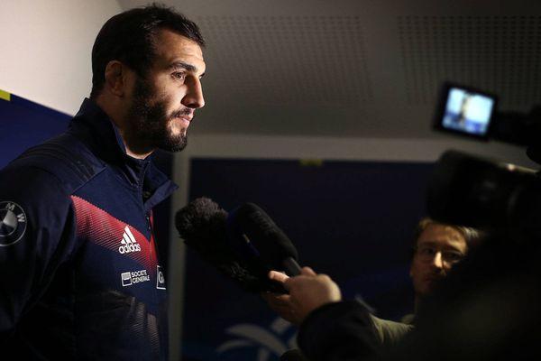 Yoann Maestri répondant aux journalistes, ici sous le maillot de l'équipe de France, en novembre dernier