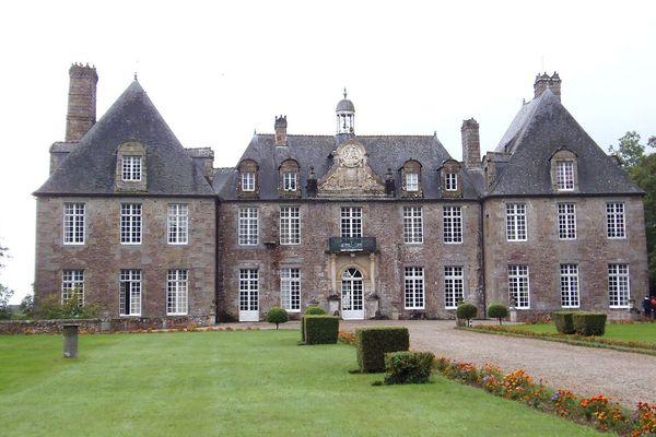 Un ciel nuageux ce LUNDI dans l'Orne, au château de Rabodanges.
