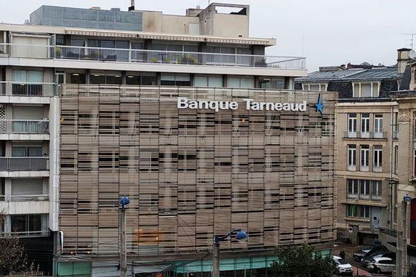 Le siège social de la banque Tarneaud restera-t-il à Limoges ?