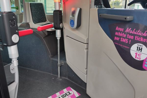 Des sas anti fraude ont été installés dans un bus de la ligne 14 à Reims.