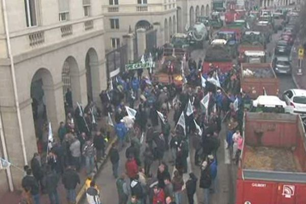 En avril 2013, les agriculteurs avaient manifesté à Limoges avec leurs tracteurs, contre la baisse de leurs revenus et la hausse de leurs charges.