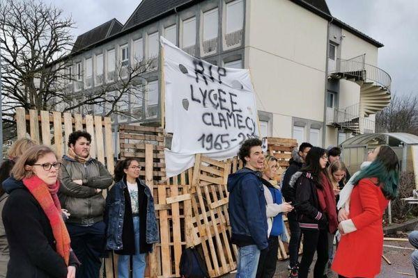Les lycéens bloquent le lycée de Clamecy ce mercredi 29 janvier
