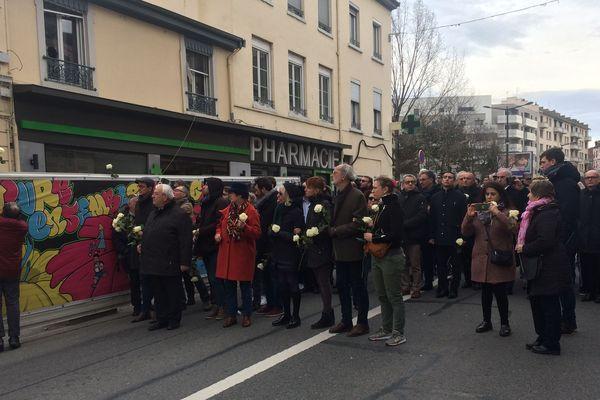 Arrivée de la marche au 125 de la route de Vienne, à Lyon. Lieu du drame du 9 février 2019