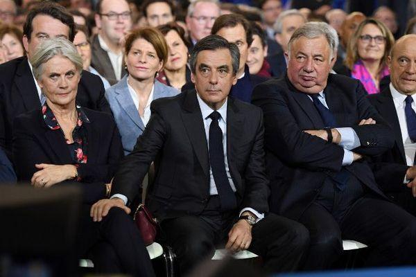 Le couple Fillon lors du grand meeting ce dimanche après-midi à La Villette, à Paris.