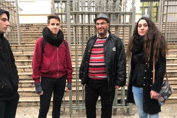 Les quatre manifestants convoqués par la justice.