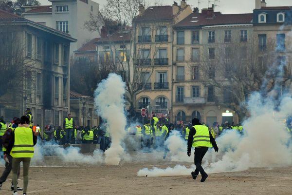 Le 1er décembre 2018, des Gilets jaunes avaient incendié une partie de la préfecture du Puy-en-Velay, en Haute-Loire.