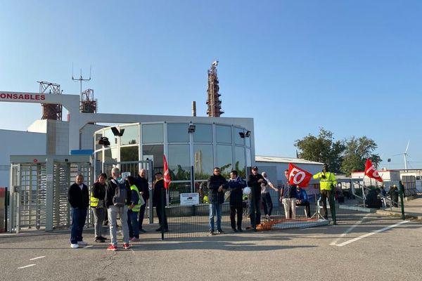 Les salariés grévistes de l'usine Fibre Excellence de Tarascon en sont à leur 10e jour de grève.