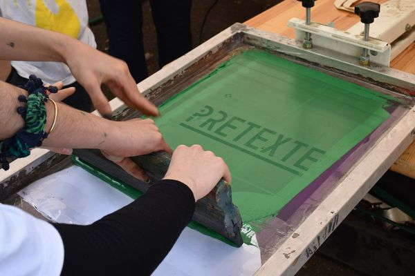 """Les jeunes franco-allemands ont pu découvrir la sérigraphie sur textile, grâce à l'événement """"Wunderart"""""""