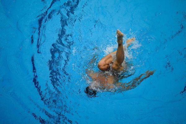 Les hommes ne sont qu'une centaine à pratiquer la natation synchronisée.