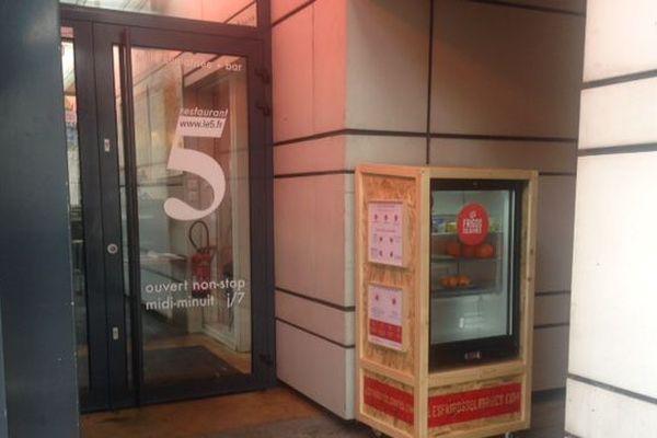Le frigo est installé dans l'un des quartiers centraux de Grenoble mais son accès reste discret.