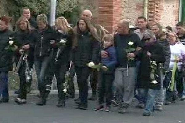 Passa (Pyrénées-Orientales) - marche blanche en hommage à Manon et Thomas décédés dans un accident de scooter - 26 octobre 2015.
