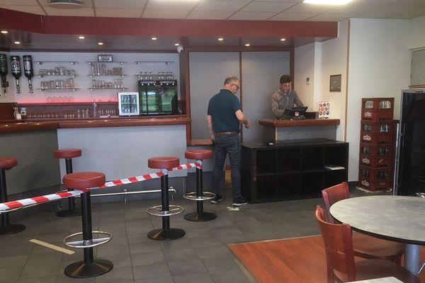 Bertrand Vivier met en place de nombreux gestes barrières dans son restaurant la P'tite Fringale d'Étrelles (35) en mode confinement.