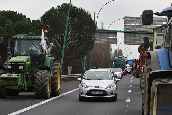 Photo d'archives. Les agriculteurs envisagent de bloquer les axes routiers autour de Toulouse