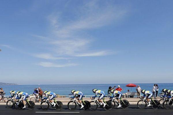 Des cyclistes lors du dernier passage du tour sur la promenade des Anglais, en 2013.
