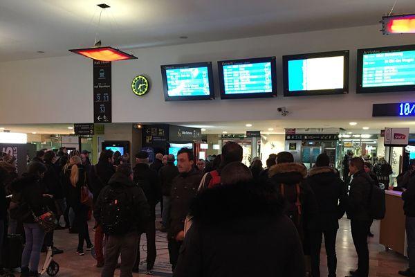 En gare de Nancy, dans l'attente des informations de la matinée...