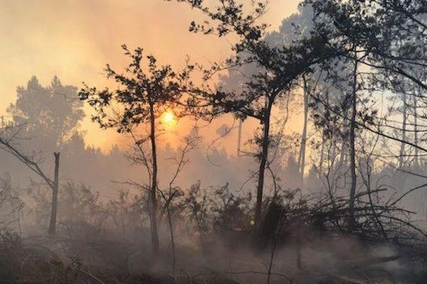 Plus de 400 sapeurs-pompiers avaient été mobilisés pour éteindre le feu autour de Bédenac