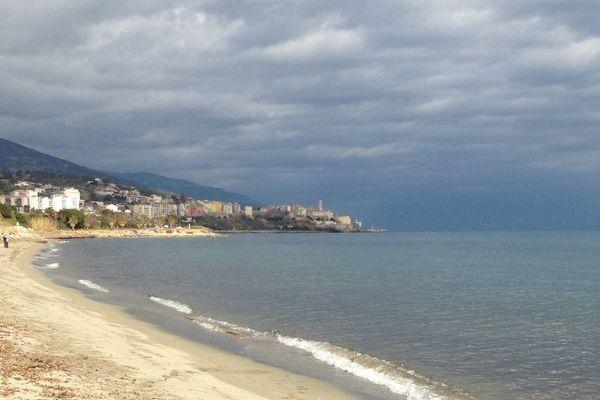 Bastia, plage de l'Arinella. Pierre Savelli, le maire de la ville, est favorable à une ouverture, sous conditions