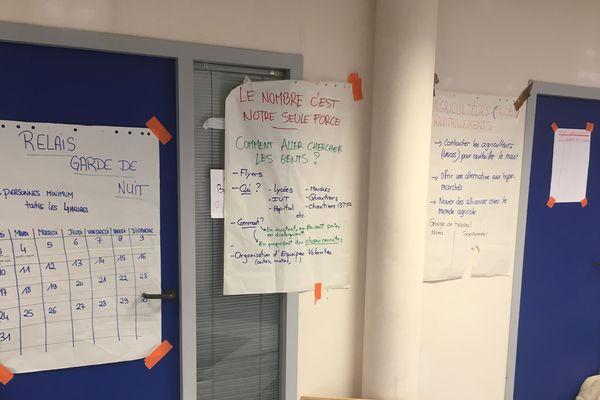 Depuis le début de son occupation le samedi 24 novembre, les occupants se sont organisés pour garder la Maison du Peuple  propre, vivable, accueillante pour tous, et opérationnelle.