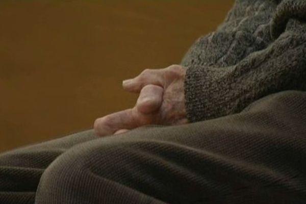 Pierre, 83 ans, comparait pour homicide volontaire avec préméditation