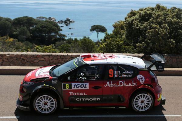 La Citroen Abu DhabiTotal WRT du français Stéphane Lefebvre lors du Tour de Corse WRC le 9 avril près de Porto-Vecchio.