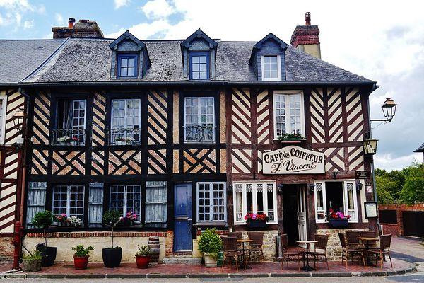 Dans le Calvados, Beuvron-en-Auge est labellisé parmi les Plus Beaux Villages de France.