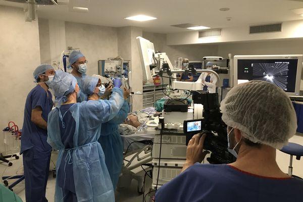 Dans cette salle d'endoscopie, les équipes disposent d'équipements de pointe.