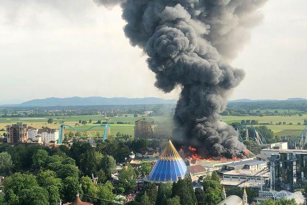 Le quartier scandinave en feu à Europa Park.