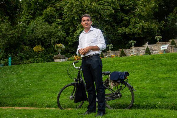 Eric Piolle, maire écologiste de Grenoble et candidat à la primaire d'Europe écologie les verts (EELV), lors d'une visite à Rennes (Ille-et-Vilaine) le 4 août 2021.