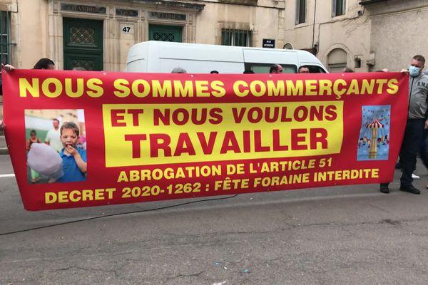 Quelques centaines de forains rassemblés ce mercredi 3 mars devant le tribunal administratif de Dijon