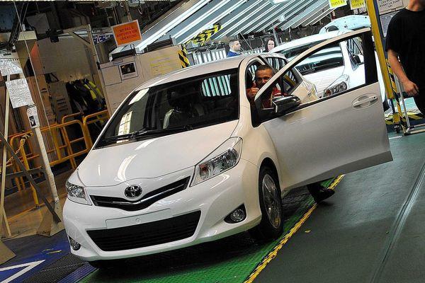 Une Toyota Yaris à la sortie des chaînes de l'usine d'Onnaing.