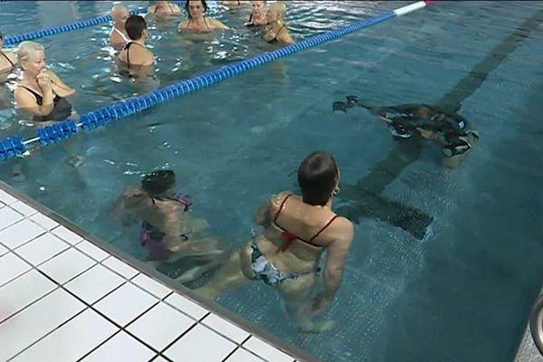 A Perpignan, une quinzaine de femmes ont participé à une séance de photographie sous-marine pour mettre en lumière leurs corps malgré la maladie.