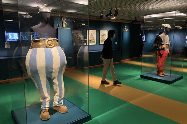 Les costumes des deux irréductibles Gaulois sont exposés au musée éphémère du cinéma à Cannes.