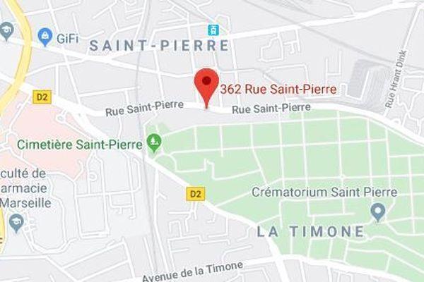 Un motard a percuté deux piétons rue Saint-Pierre à Marseille.