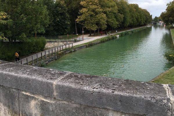 le corps a été retrouvé dans le canal à Reims