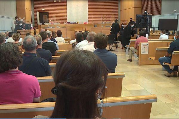 Le procès du meurtre de Myriam Fedou Bonsirven s'est conclu ce vendredi soir devant la cour d'assises d'Albi. Les trois principaux accusés ont été condamnés à des peines de 18, 16 et 15 ans de réclusion.