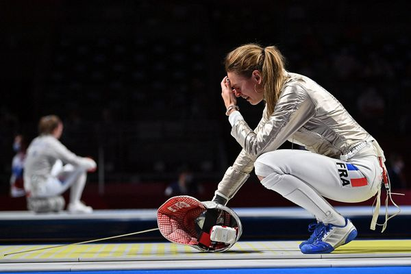 Manon Brunet peut encore remporter la médaille de bronze face à l'escrimeuse hongroise Anna Márton. Pour la France, une cinquième médaille olympique est en jeu.