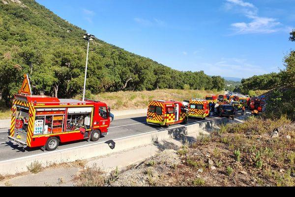 De nombreux véhicules sont intervenus sur le lieu de l'accident.