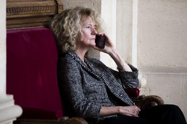 Martine Wonner à l'Assemblee nationale pendant une séance de questions au gouvernement
