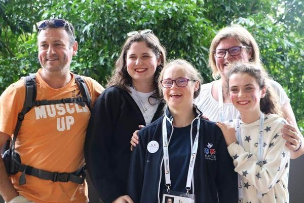 Cleo Rennou avec sa famille à Brisbane, en Australie