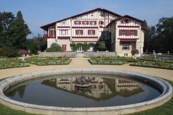 Le rond d'eau de la Villa Arnaga à Cambo-Les-Bains