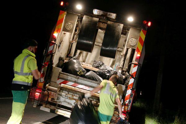 Les poubelles seront désormais équipées de puces qui seront scannées à chaque levée par les éboueurs.