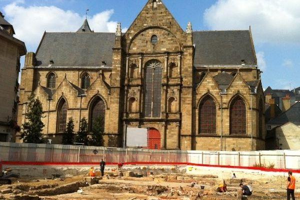 Fouilles archéologiques sur la place Saint-Germain à Rennes