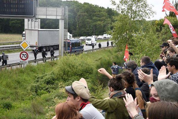 Les manifestants ont cherché à envahir la rocade sud de Rennes - AFP